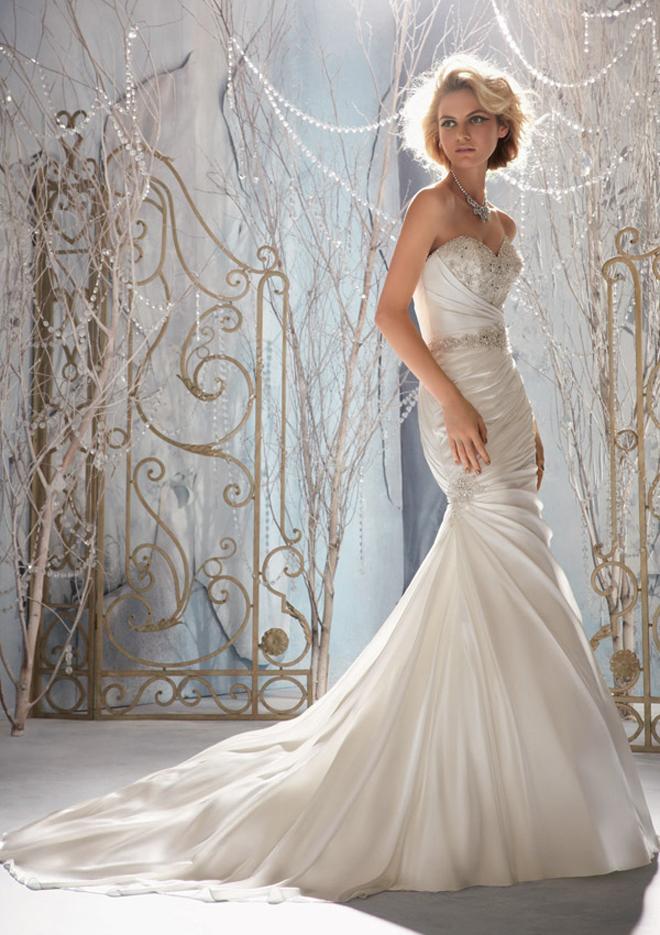 Le spose di milano 2016 novias stile principesco e minimal for Stile minimal chic